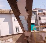 Condominio Roma-Portuense, dettaglio ricostruzione copriferro travi in cemento armato
